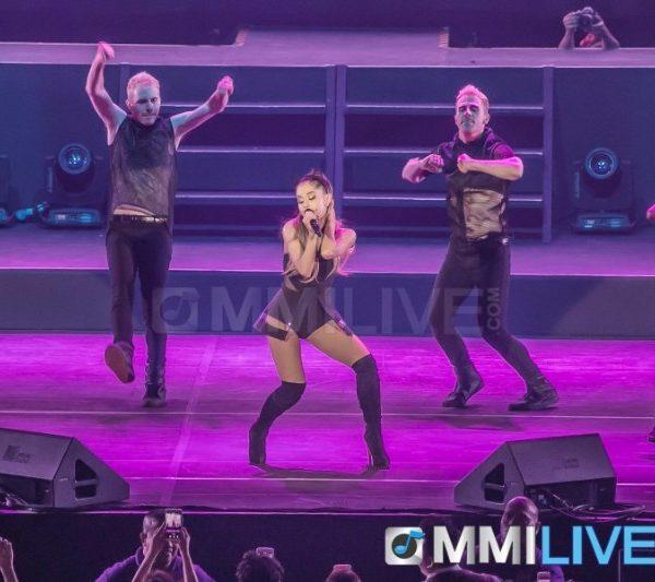 Ariana Grande 2015 (4)