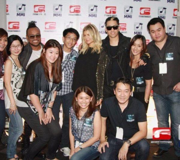 BLACK EYED PEAS MEET AND GREET 2011 (9)