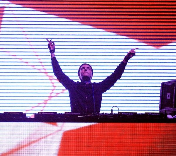 DAVID GUETTA with ALESSO & KAZ JAMES 2012 (6)