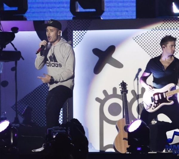 ONE DIRECTION LIVE IN MANILA DAY 1 (2)