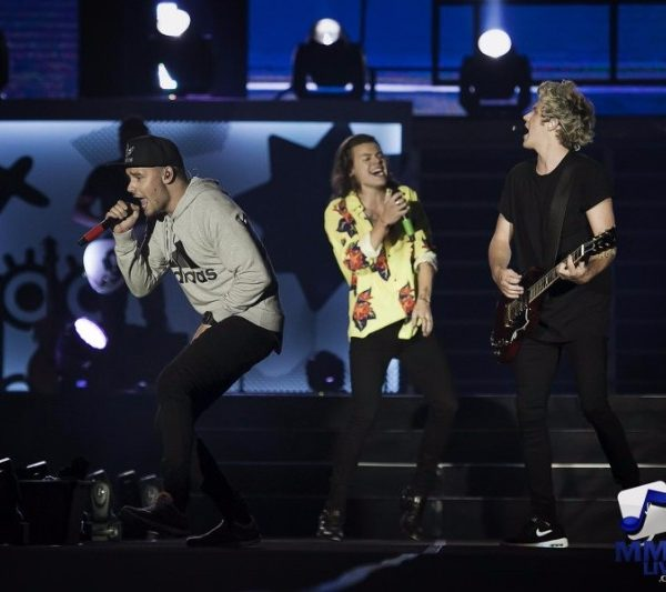 ONE DIRECTION LIVE IN MANILA DAY 1 (4)