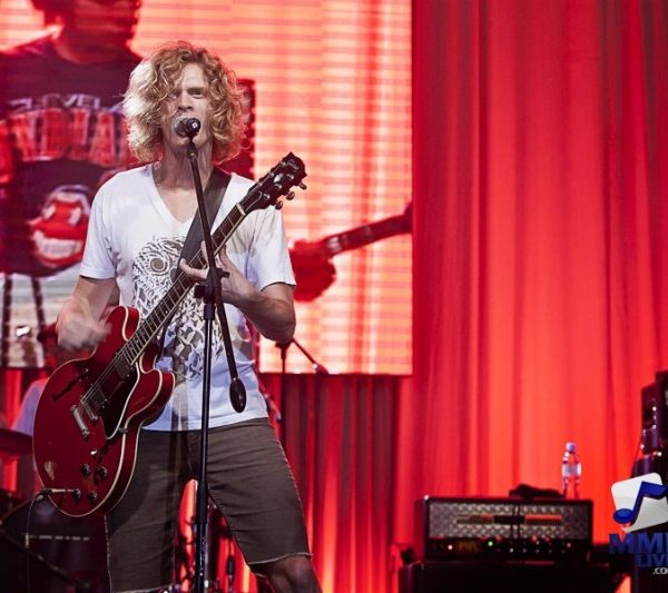 RELIENT K LIVE AT AYALA MALLS 2013 (1)